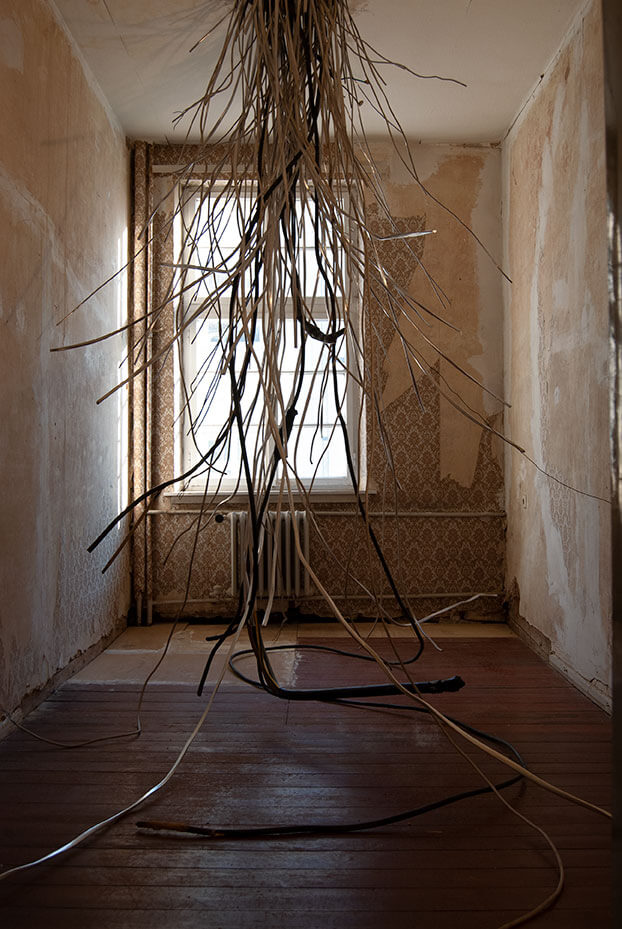 Marco Di Carlo - Broken Link - Installation - Photo 01 copyright - Marco Di Carlo