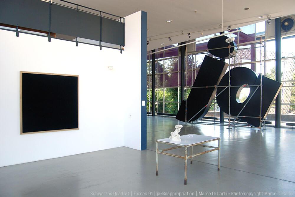 Marco Di Carlo - Sculpture - Schwarzes Quadrat - Forced 01 - ja-Reappropriation - Installation - Photo copyright - Marco Di Carlo