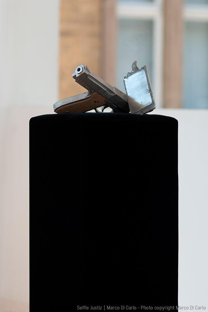 Marco Di Carlo - Sculpture - Selfie Justiz - Photo copyright © Marco Di Carlo